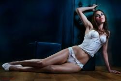 White Lingerie - Lara von Känel - Fotoshooting