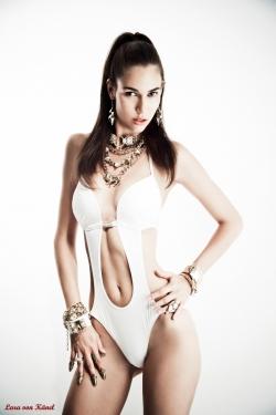 Lara von Känel - Fashion Fotoshooting - Monokini/Bikini