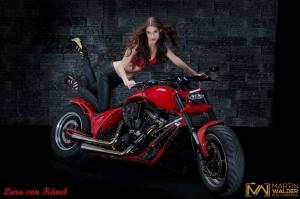 Rot-Motorrad-Lara-von-Kaenel.jpg